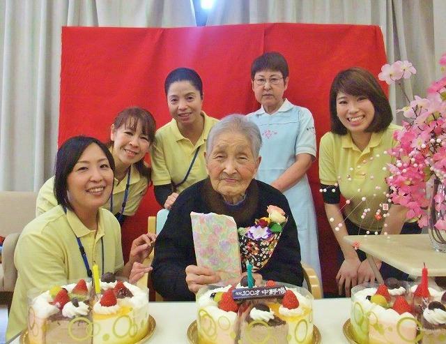 100歳ばんざい